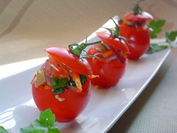 Томаты, фаршированные овощами